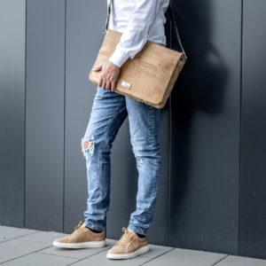 Business Geschäftsmann mit Natur Umhängetasche Schultertasche Businesstasche aus Kork von Jorge Carmo