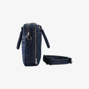 Laptophülle RALF dunkelblau aus Kork von Jorge Carmo mit Henkel und Schultergurt seitliche Ansicht